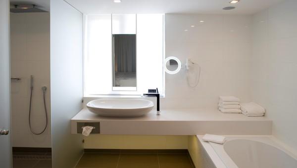 Whirlpool Bad Eindhoven : Penthouse suite elfenbein van der valk hotel eindhoven